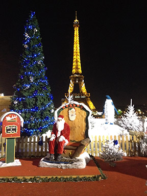 lonely Santa Paris13